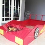 Tempat Tidur Anak Bentuk Mobil Mobilan