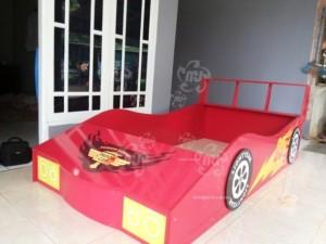 Tempat Tidur Anak Bentuk Mobil